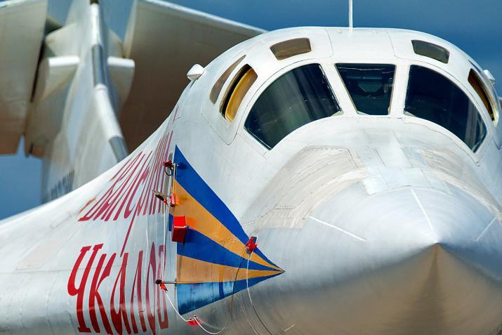 俄罗斯再次出动头号核轰,借道白俄领空逼近北约,专家:战术奏效