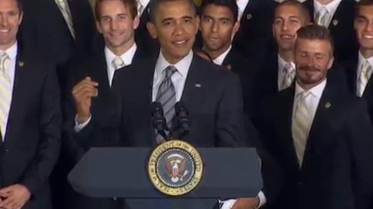 奥巴马总统在台上讲笑话,炫耀自己的贴身保镖,简直让人羡慕不已