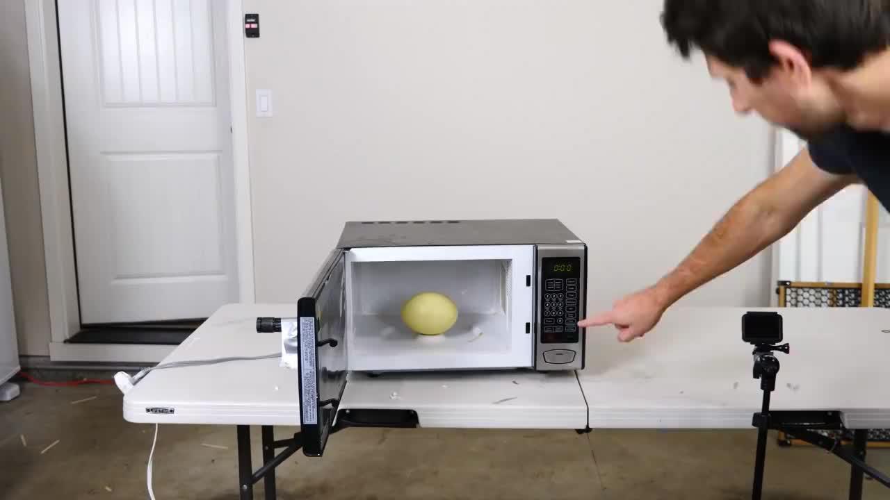 为什么鸡蛋不能放进微波炉,看看这个实验你就明白了