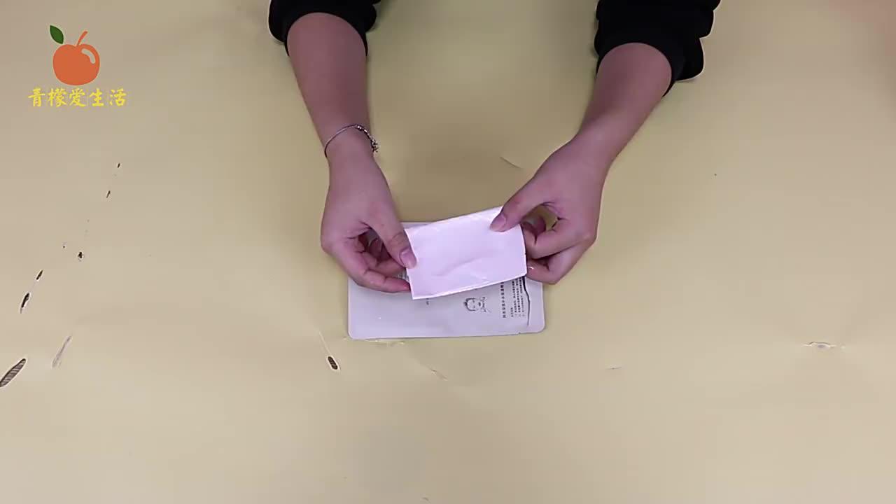 扔掉面膜中那层纸就是在扔钱,它比面膜还值钱,不然面膜白敷了