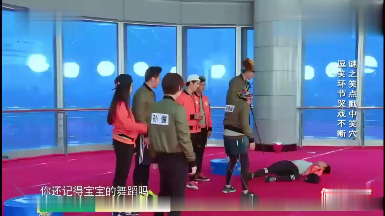 王祖蓝突然喝了一口泳池水,大家都不明所以,接下来动作笑翻了!