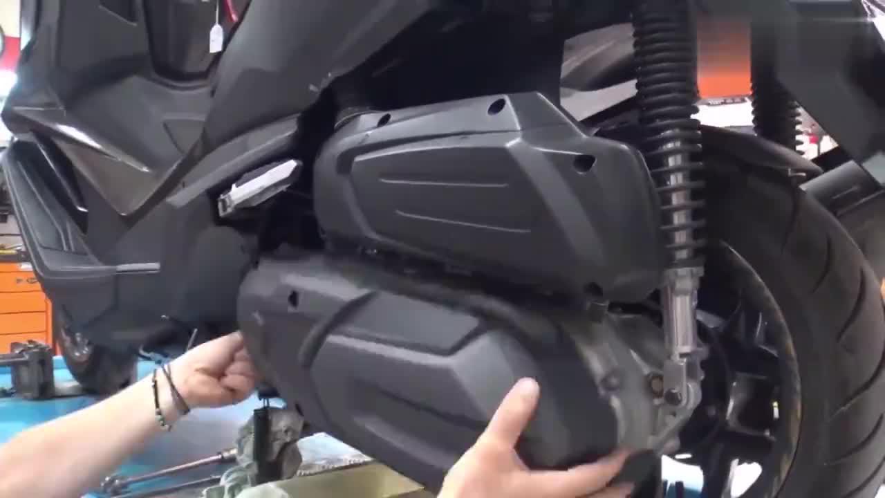 看看老外怎么给摩托车做保养的,真是大开眼界了!