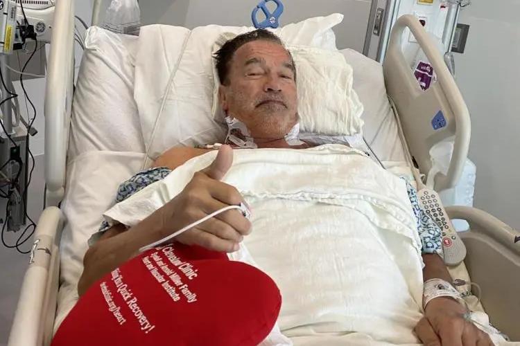 施瓦辛格73岁再做心脏手术,憔悴却不服老,去年曾抗住凶狠一脚