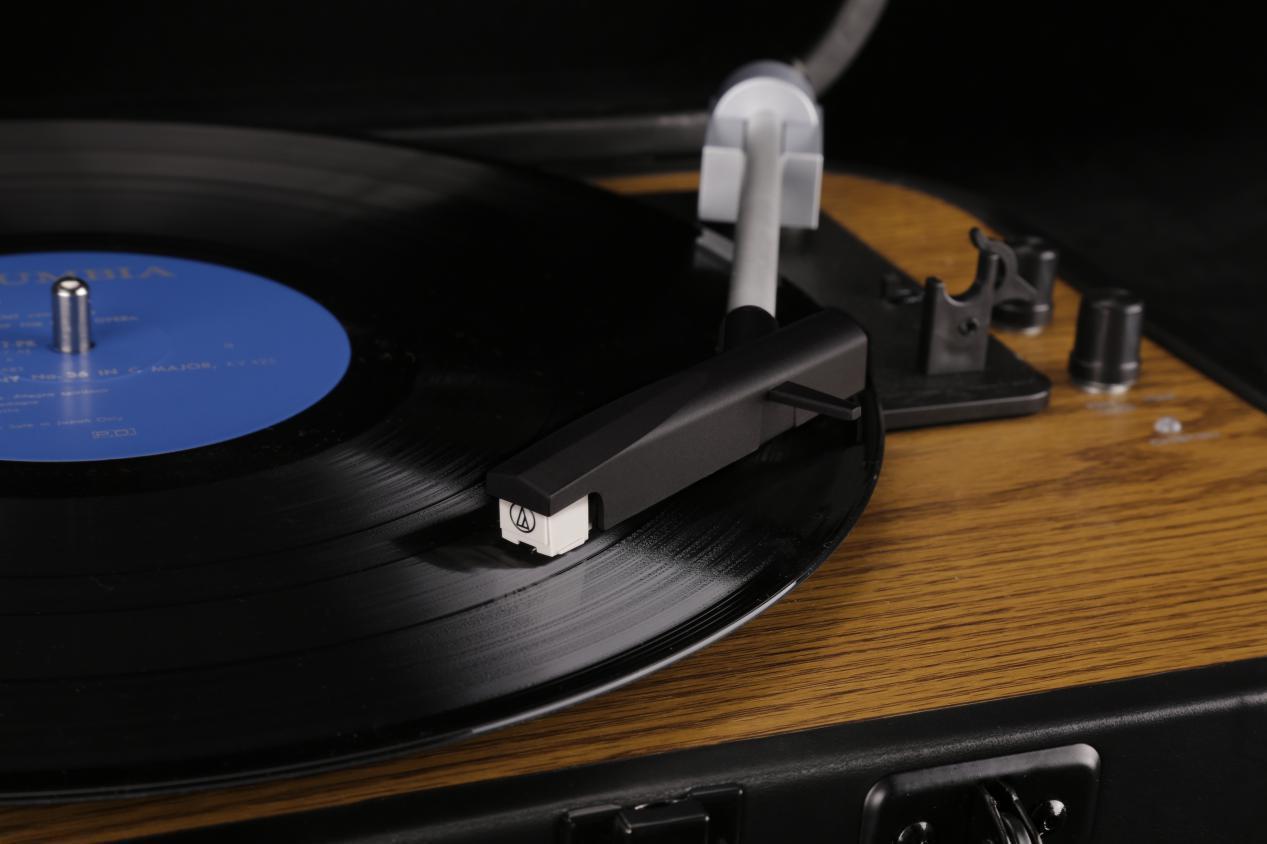 巫1900:不伤唱片的便携式黑胶唱机