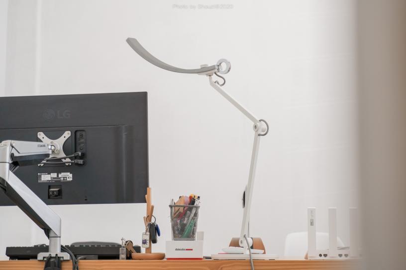 我的桌面新伙伴,个性与实用,明基WiT智能阅读护眼台灯