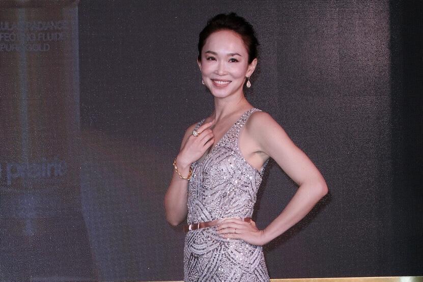 新加坡第一美女范文芳身材比例真好,穿亮片连衣裙亮相,气质惊艳