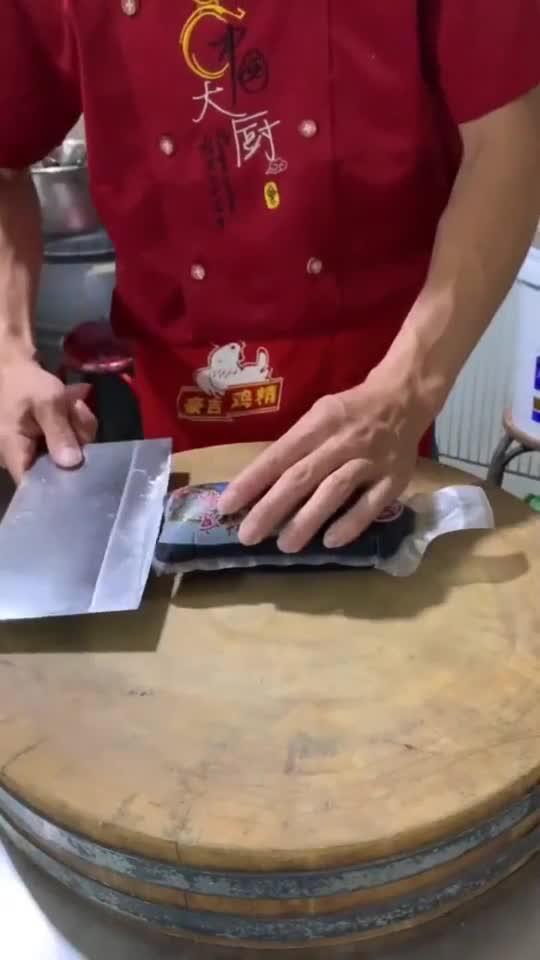 墨鱼汁凉粉,大厨亲自操刀,这技术深得食神真传!
