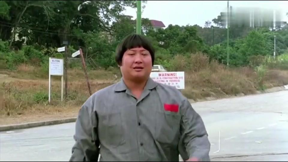 宝哥刚出狱又去偷车,怎料被警察围得水泄不通,搞笑