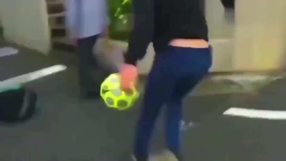 日本的足球水平这么强?看了高中女生的球技,我都脸红了!