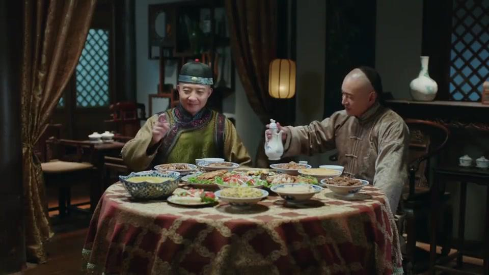 吕俊杰不和马哈洛夫说话,带着十三旦去吃饭,把马哈洛夫晾在一边