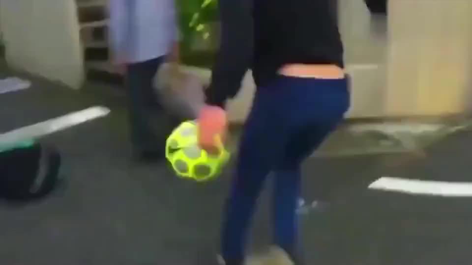 日本的足球水平这么强高中女生的球技看了让我都脸红了!