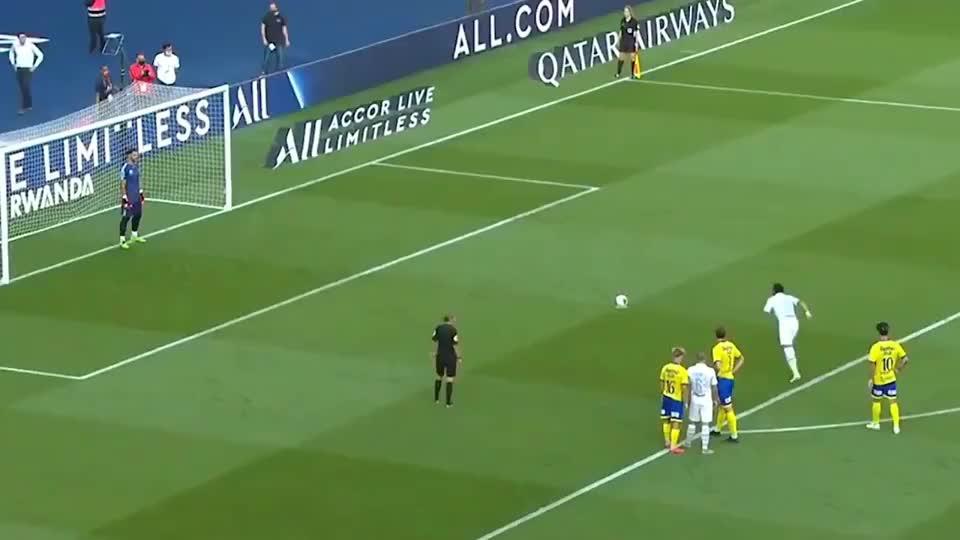 内马尔花式点球助攻伊尔卡迪破门,梅西苏亚雷斯也这么玩过!