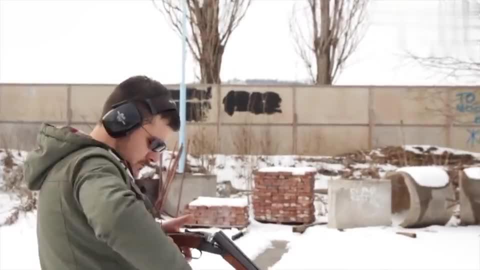 比较少见的扎斯塔瓦M75双管霰弹枪,靶场实弹射击测试!
