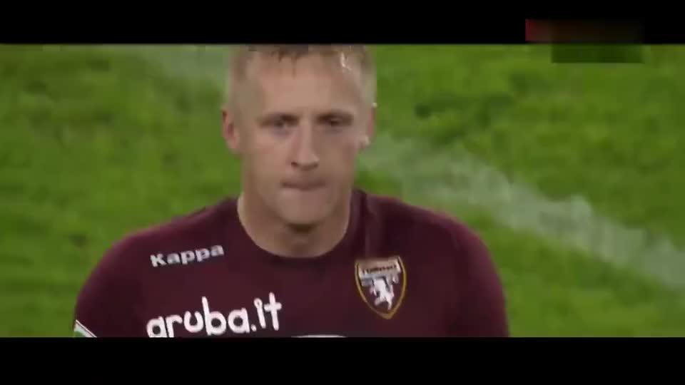 教练比赛中不满自己球员表现直接暴打,意大利足球顶级暴力时刻