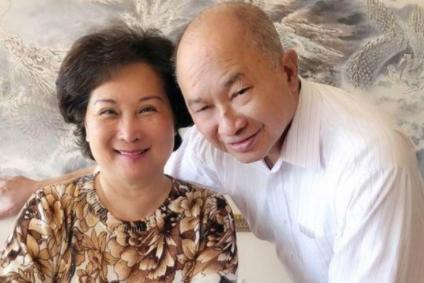 名导吴宇森妻子被曝患脑瘤,结婚44周年无心庆祝,唯恐最后一餐!