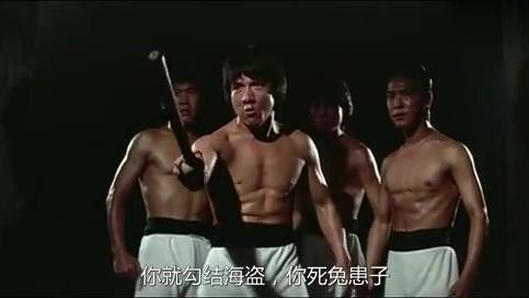 动作片:男子假扮奸商,终于找到海盗老巢,这招厉害!