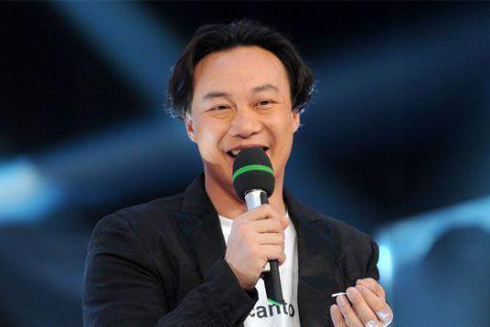 陈奕迅成为歌手的一张专辑,林夕黄伟文潘源良都争相为他写歌