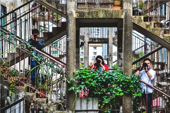 王家卫电影画面在南宁重现,这栋年代久远的鸳鸯楼,成了网红景点