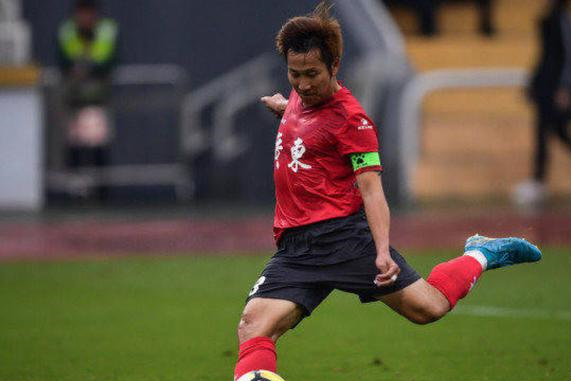 广州足球17年功勋或退役,曾为恒大效力世青赛轰任意球世界波