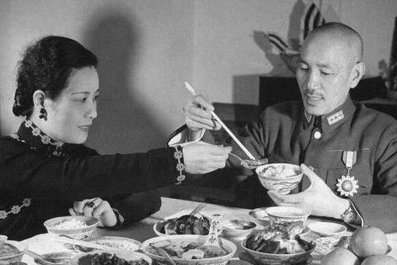 蒋介石请军阀们吃饭,宋美龄略施小计,大家都非常满意