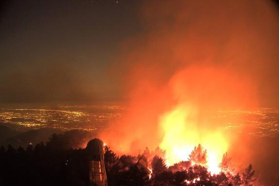威尔逊山天文台:在美国山猫大火中幸存,网络摄像头立功