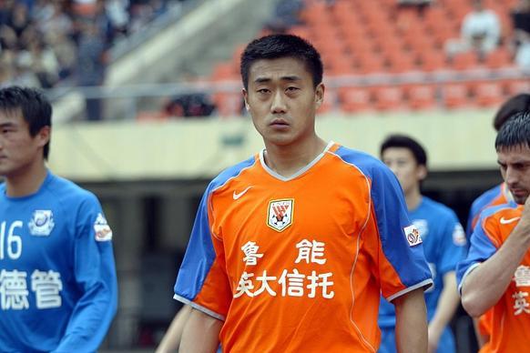 破案了!为何郑智没进国足日韩世界杯名单,米卢:就没人推荐他