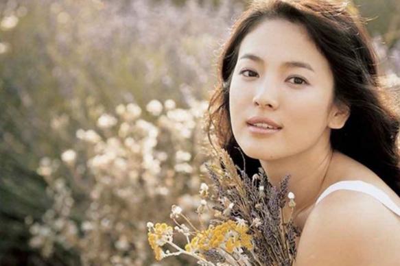 六月最受欢迎海外女艺人,林允儿第6,Lisa第2,第一迷倒众人!