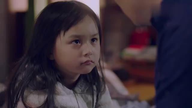 女儿终于开口喊穷小子爸爸,下秒说出妈妈的秘密,爸爸瞬间怒了