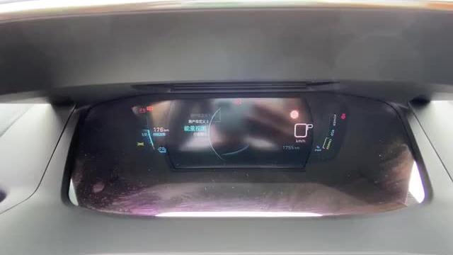 视频:抢鲜看:东风标致全新一代e2008 3D液晶屏,科技感满满