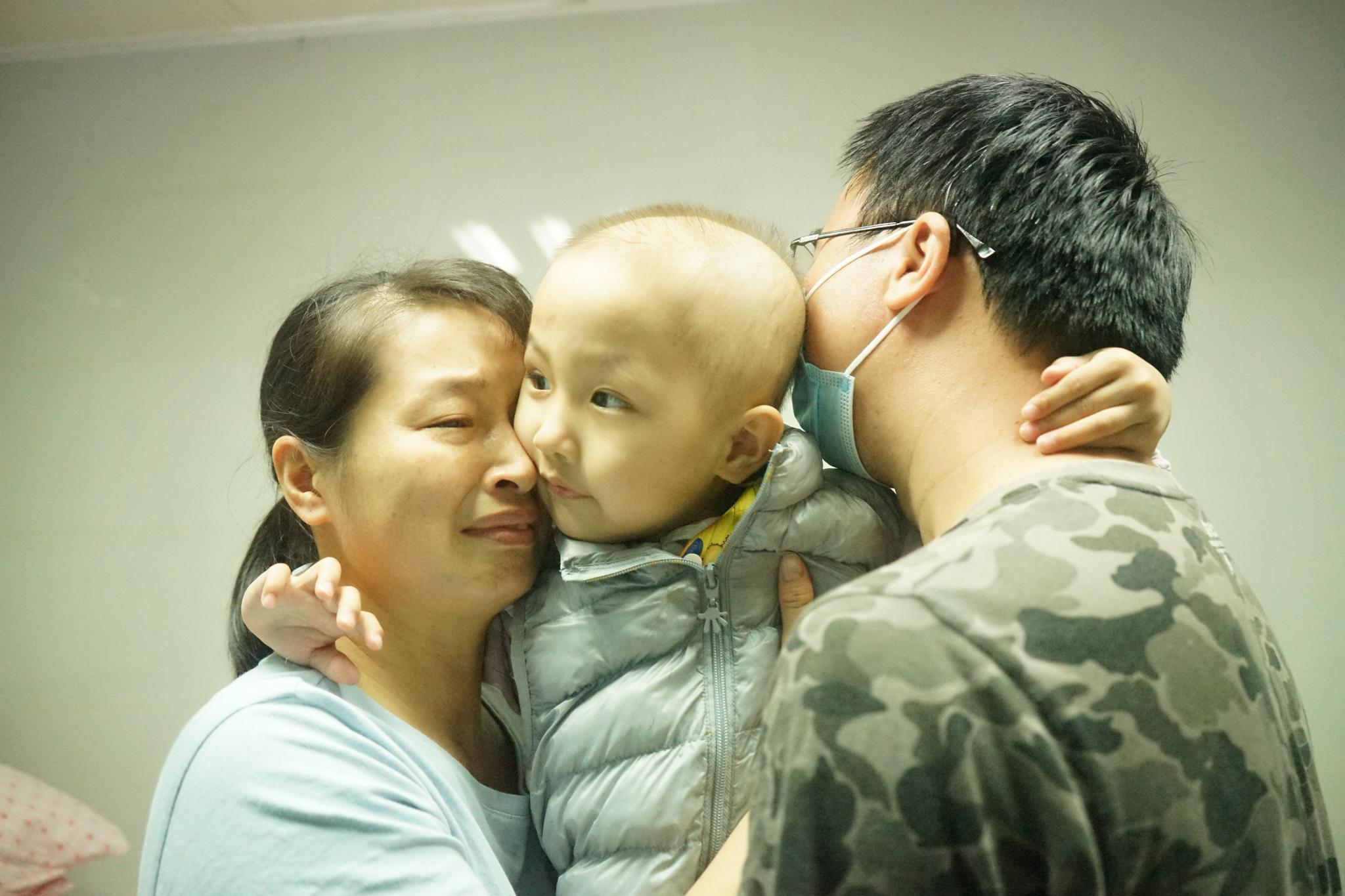 女孩出生仅2斤7两奇迹存活,3岁生病右肾被切除,父母心如刀绞