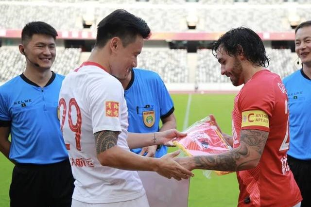广州恒大热身赛,离队元老让人欣慰,归化球员惊喜不断!