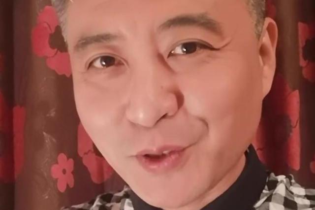 央视主持周炜近况曝光,满头白发皱纹堆积,45岁活像70岁!