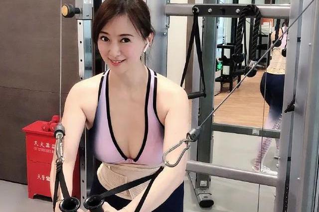 51岁翁虹秀傲人上围腰身幼细,因小3岁老公要求,每天运动2小时