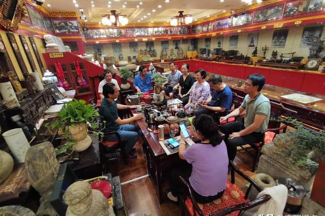 志愿者协会携摄影协会、书画院专家一行到南阳万世之宝博物馆参观