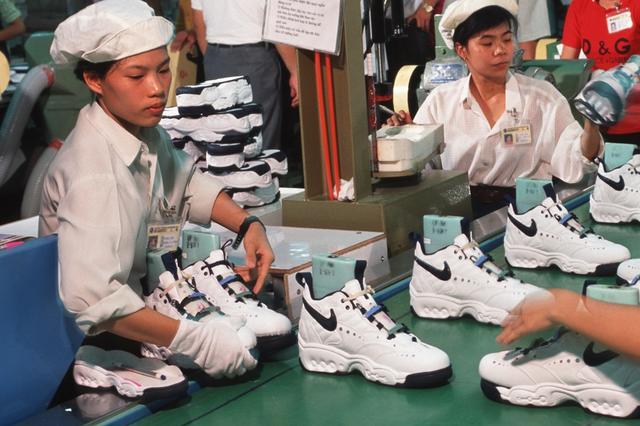 GDP大跌6.17%!越南交出近35年最差成绩单,苹果、耐克受牵连