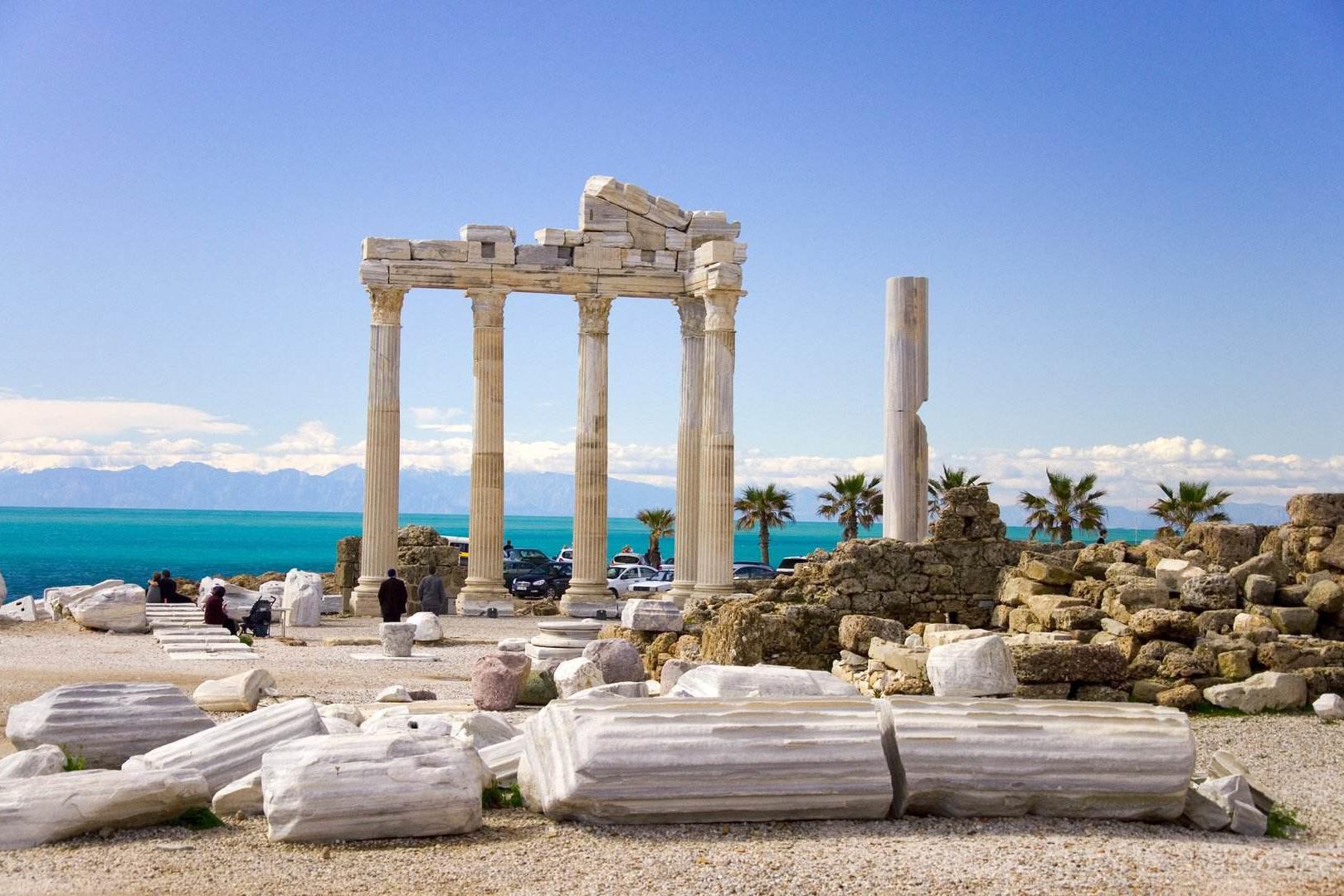 今年希腊人均GDP有可能降至1.7万美元,还算是发达国家吗?