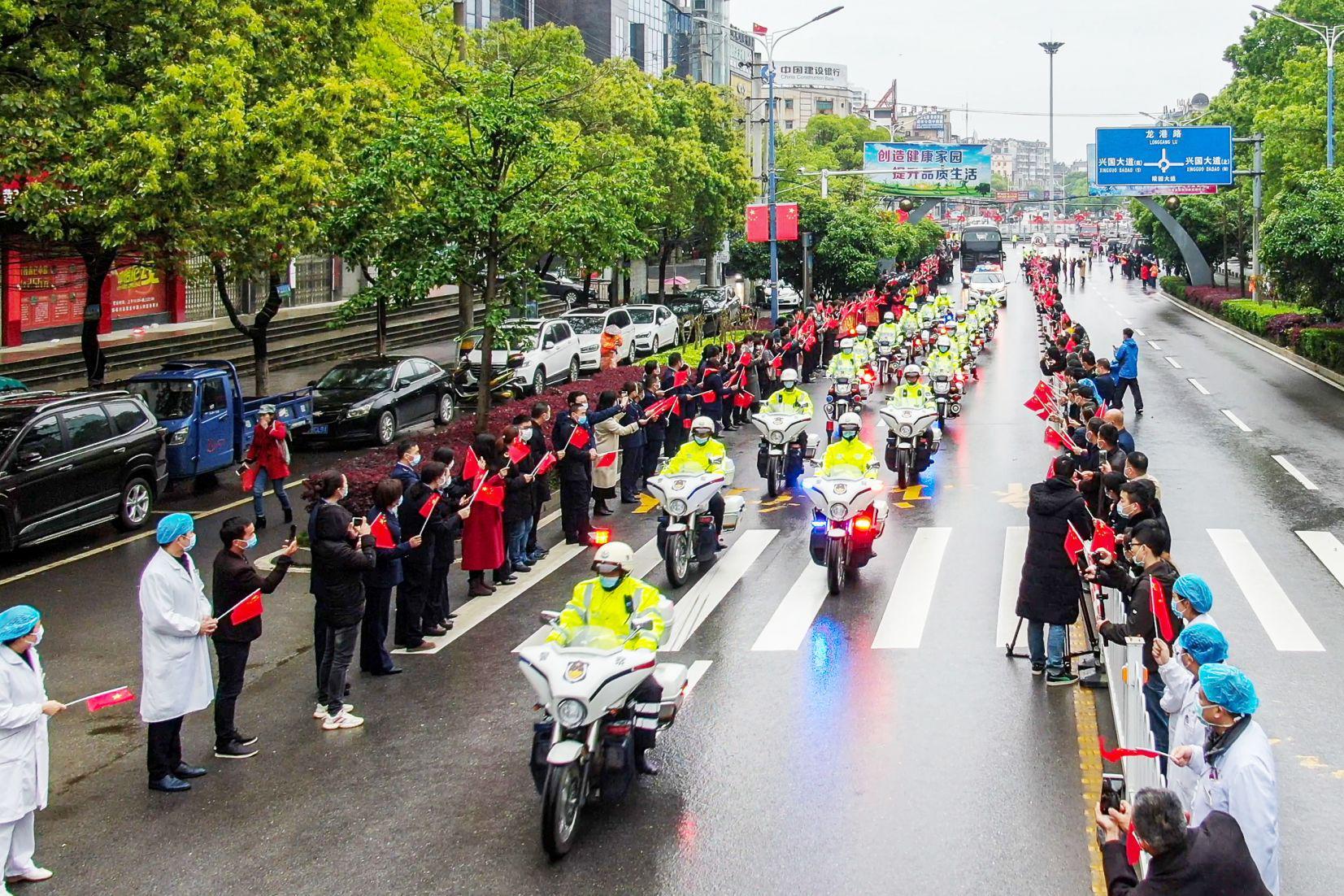 恩情永难忘 | 今天江苏省第二批援阳医疗队16名队员返程回家