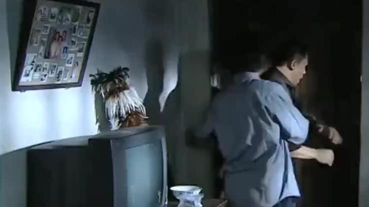 亚硝酸盐少了大半袋,儿子瞬间觉得不对劲,直接闯进母亲的房间