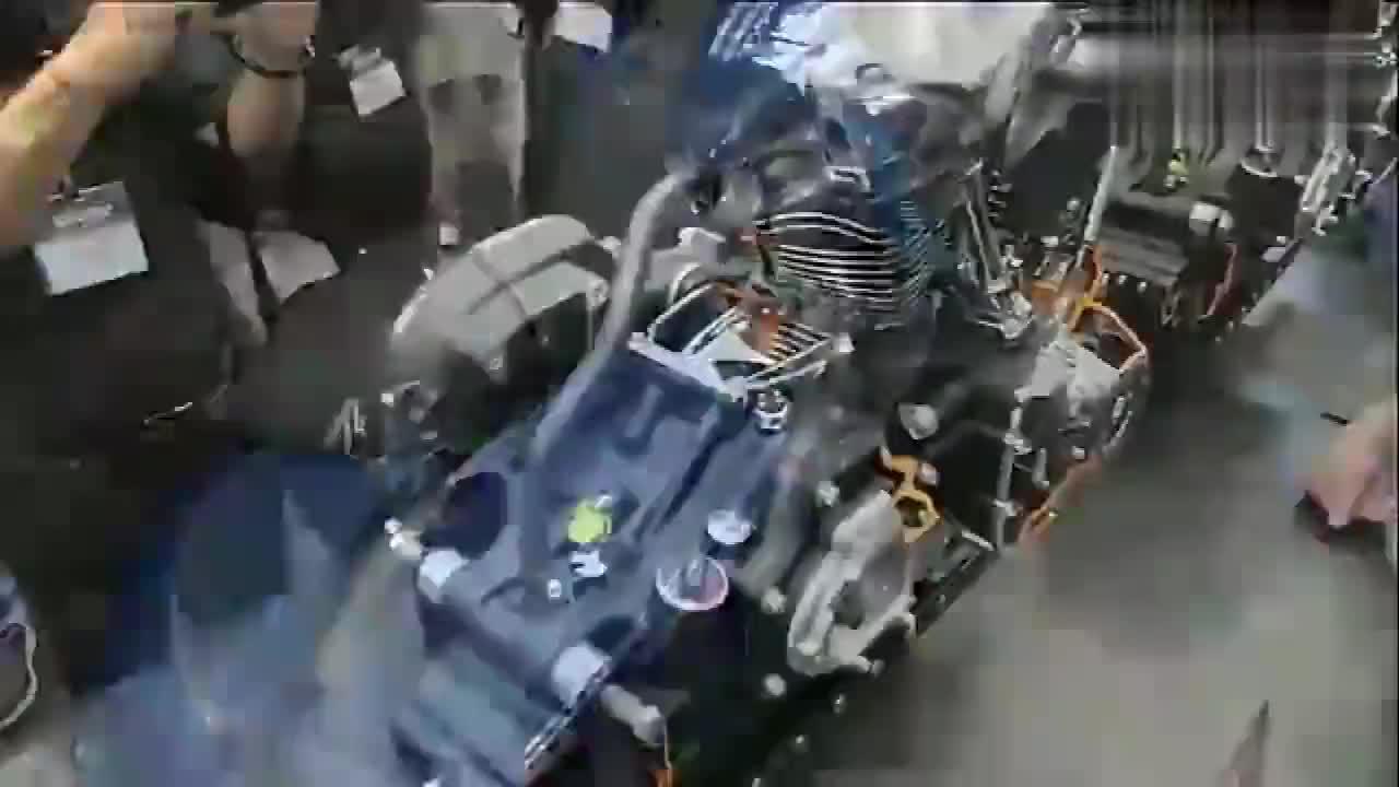 看完终于明白为什么哈雷摩托车卖得贵 看看它的发动机