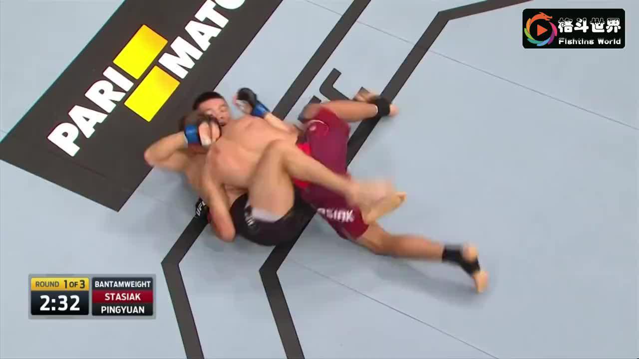 欧洲拳王跳上后背拳砸肘击断头台,中国名将铁拳怒砸逆袭波兰冠军