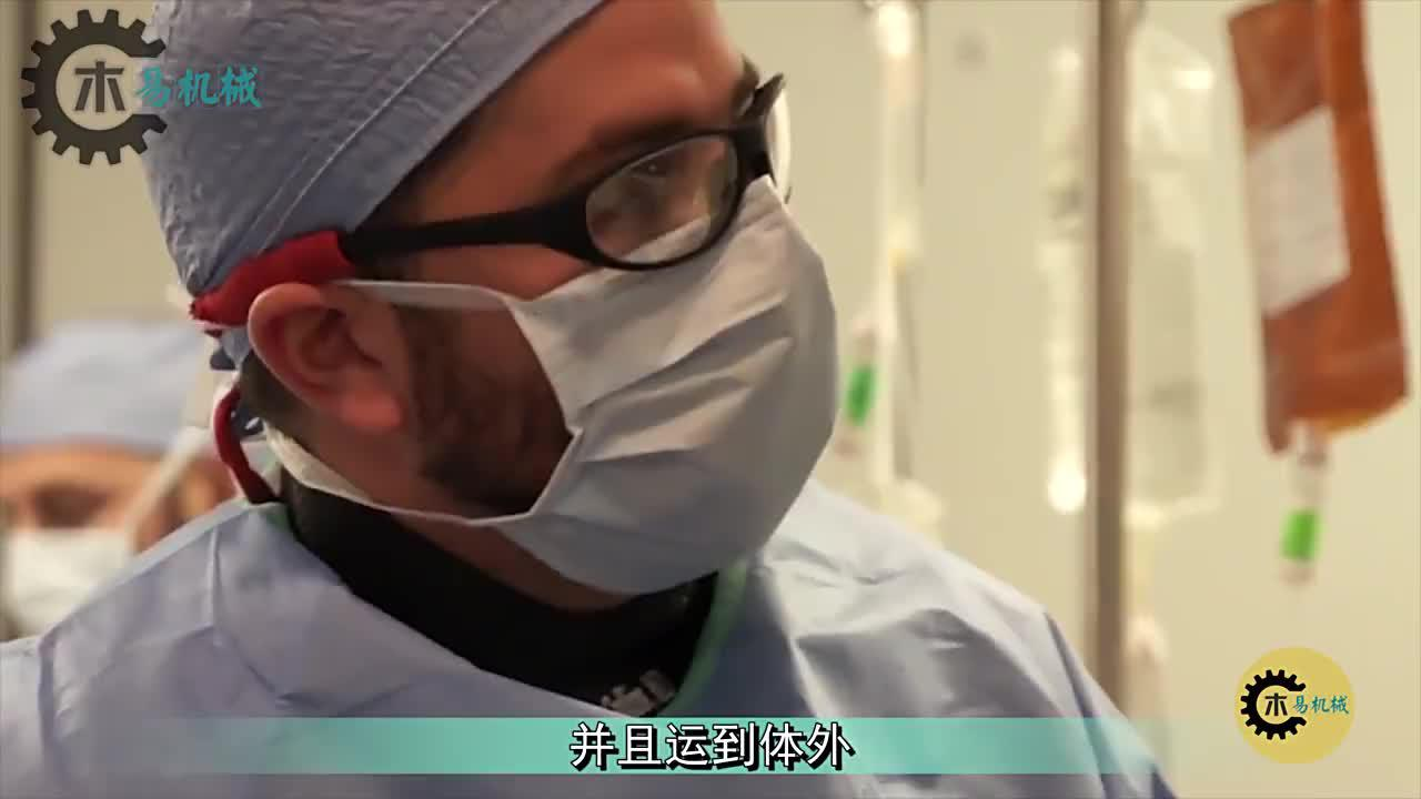 """医疗界新突破!微型机器人进血管内,两分钟""""吸""""出血块!"""