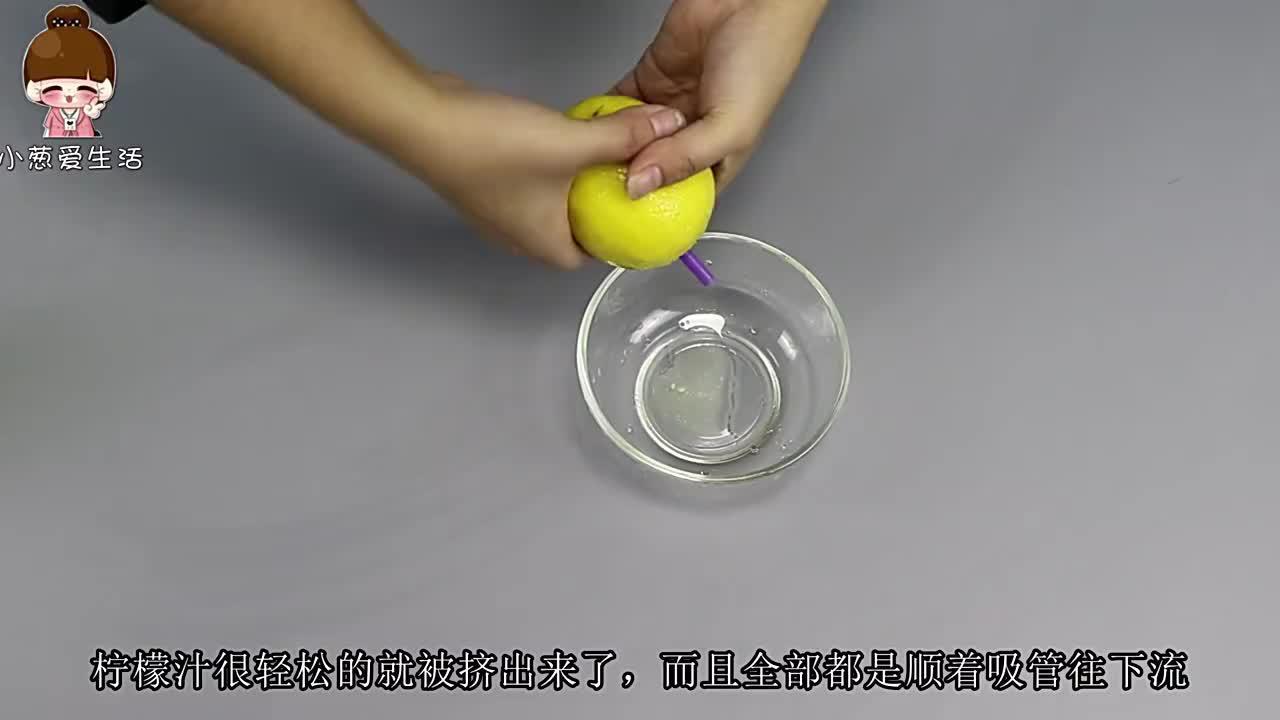 柠檬还切片泡?教你简单窍门,柠檬汁想喝多少挤多少,学会太棒了