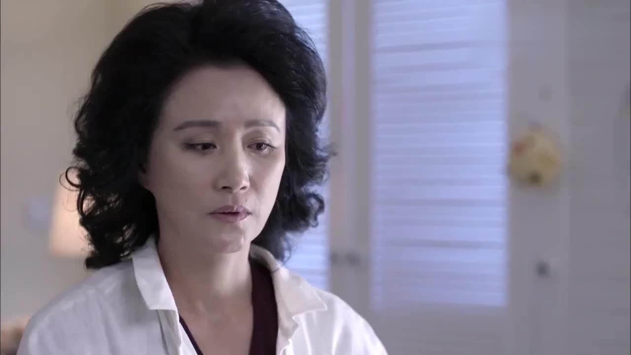 曲兰情绪压抑,尤盛美为此终于开窍,劝她离开肖程