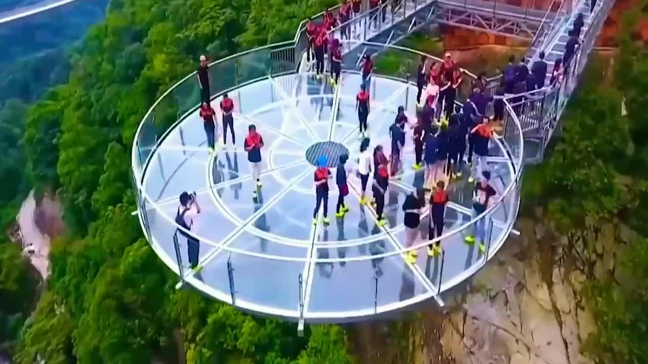 """中国打造全球""""最长悬跨式""""玻璃桥,能抵御12级狂风,全长488米"""