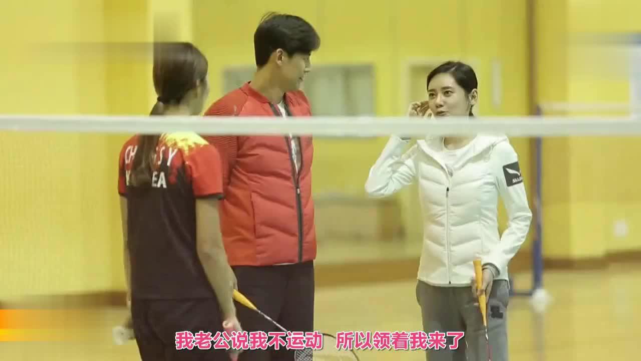 于晓光带秋瓷炫打羽毛球,在韩国观众面前秀了一把球技