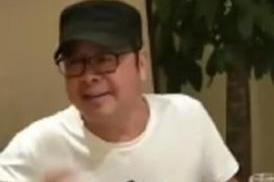 49岁歌手刀郎现身饭局,脸部发福身材圆润,乍一看都认不出是他!