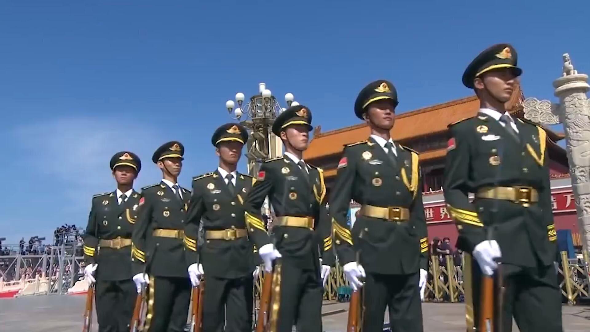 中国阅兵场上的经典镜头之一,标兵就位!