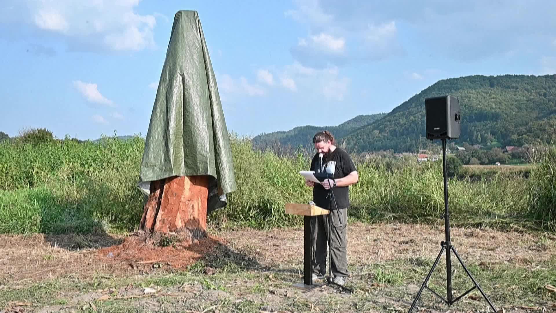 美国第一夫人新雕像在斯洛文尼亚揭幕