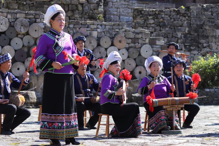 """贵州省舞蹈家协会""""脱贫攻坚""""走基层采风团近距离感受布依风情"""