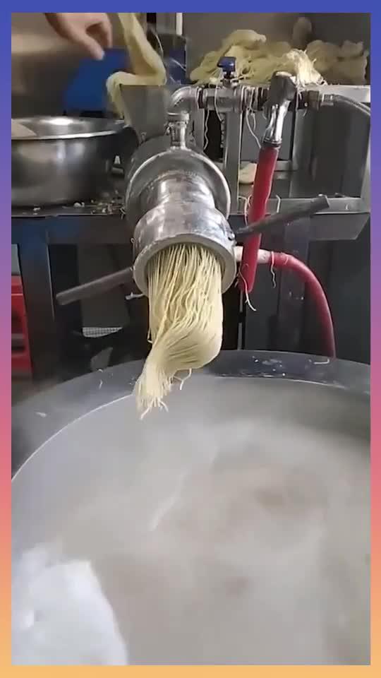 自动生产拉面机器,一分钟能做5碗面,比手工做的好吃吗?